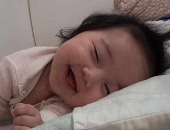 Penting Bagi Calon Ayah-Ibu: Begini Tahapan Perkembangan Bayi Usia 0 Sampai 12 Bulan